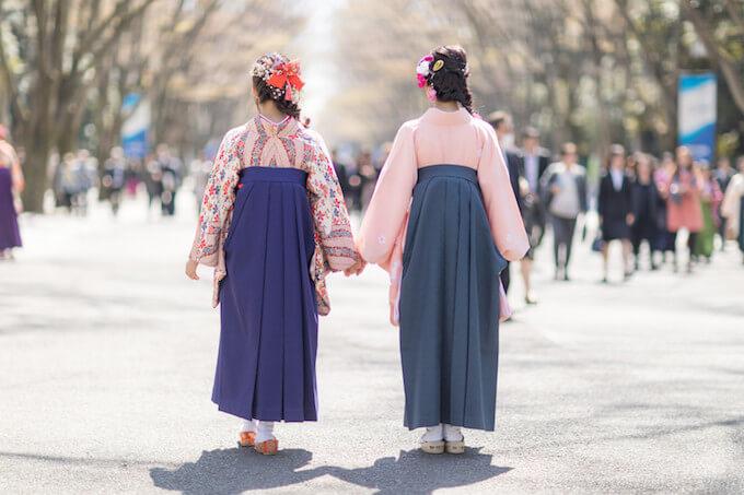 袴女性2人