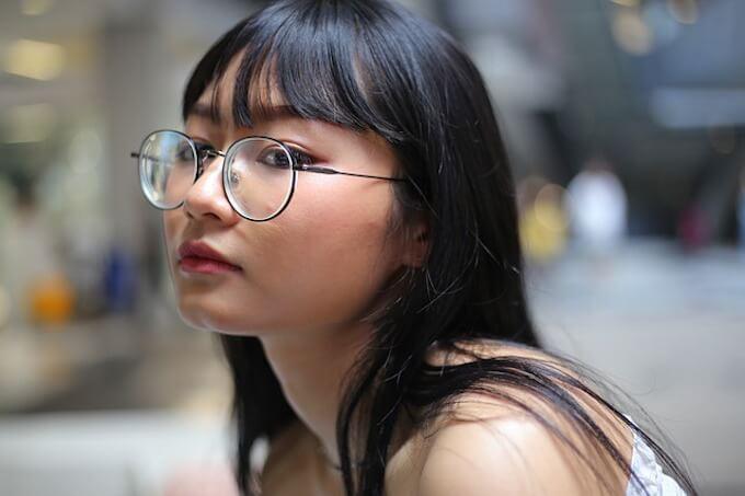 メガネをかけている女性2