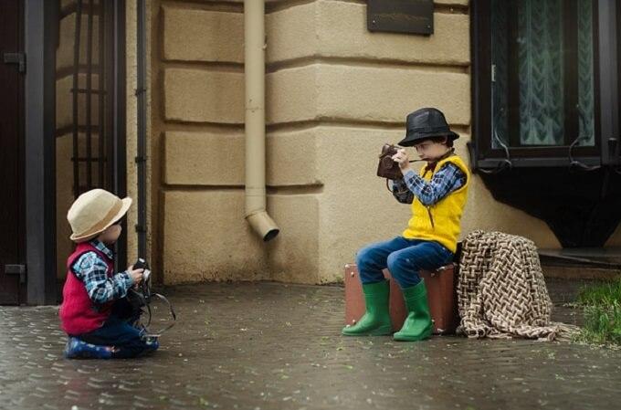 写真撮影をしている子供