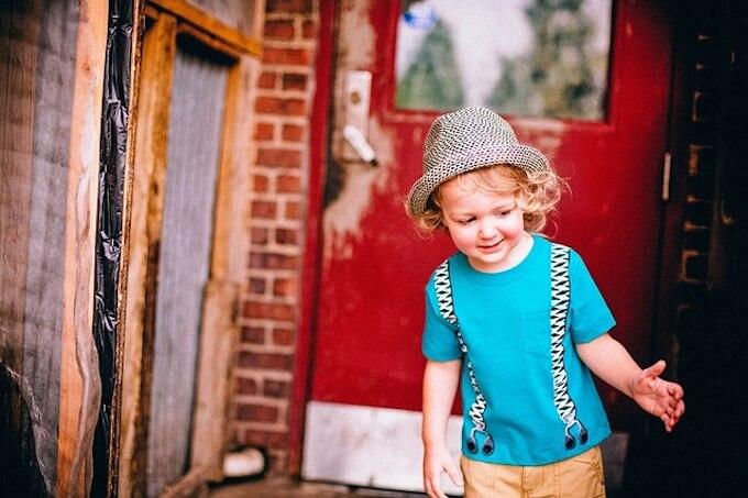 帽子を被っている男の子