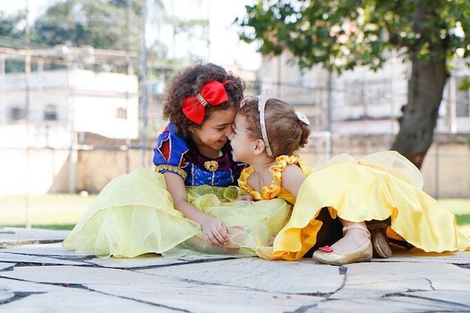白雪姫のコスプレをしている女の子