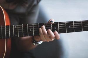 ギターと人