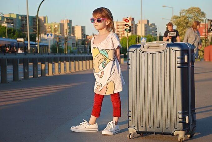 旅行に行く女の子