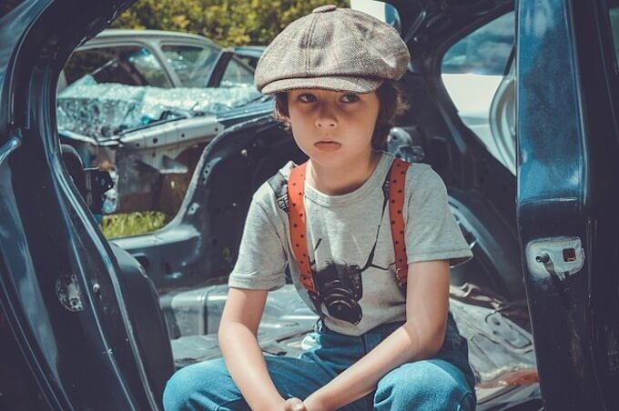 旧車と男の子