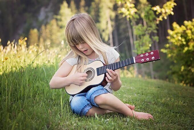 女の子とギター
