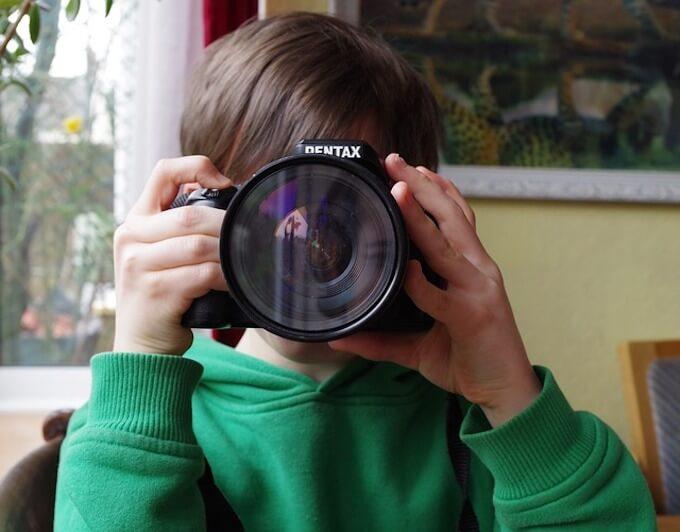 写真家の少年